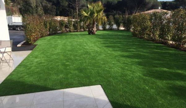 Paysagiste et entretien de jardin à Fréjus - Pose de gazon SYNTHETIQUE